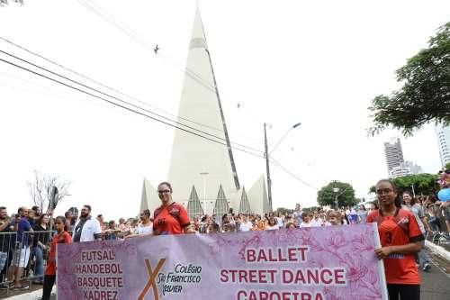 Colégio São Francisco Xavier marca presença no desfile de aniversário de Maringá