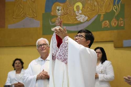 Mamães recebem homenagens em missa